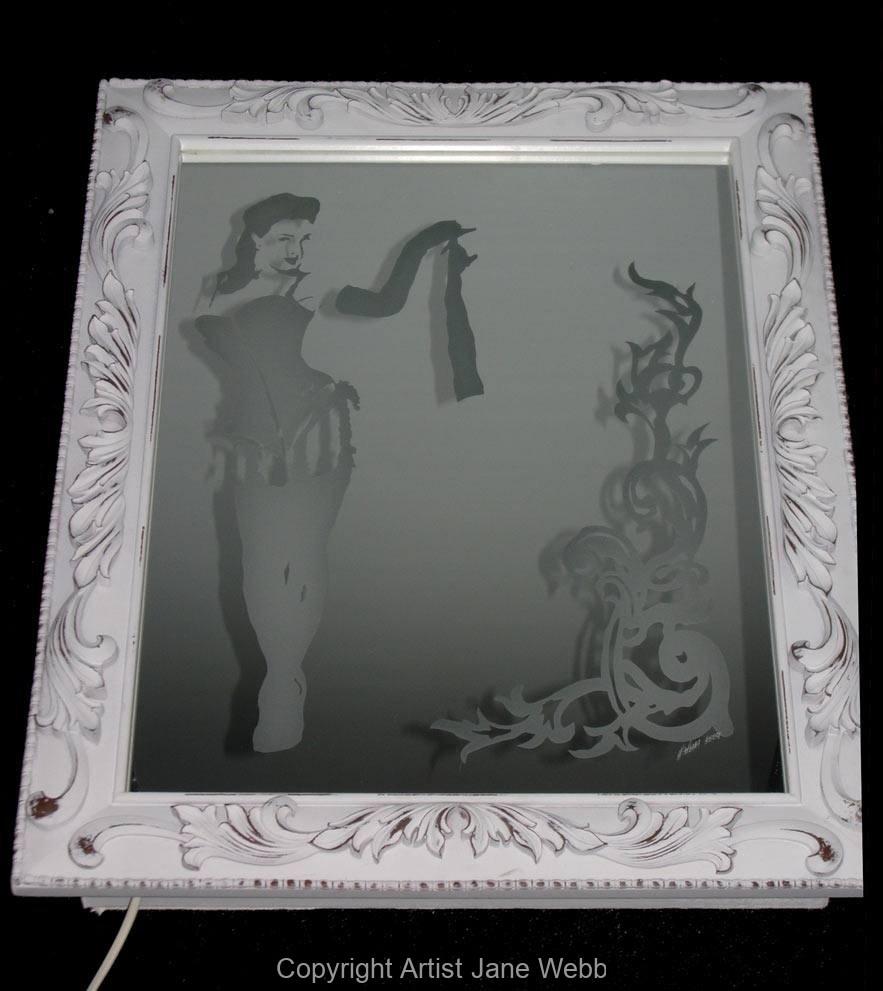 1_burlesque-dita-von-teese-female-model-mirror-illuminated-art