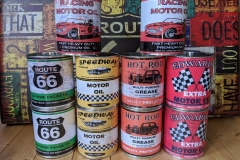 motor-car-replica-oil-cans